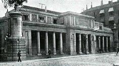 Platerías de Martínez, al final de la calle de Moratín, creadas como fábrica y escuela de platería por Antonio Martínez, bajo la protección de Carlos III.