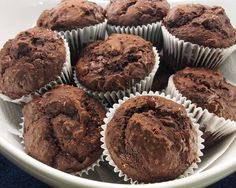Muffins santé au cacao et au tofu | .recettes.qc.ca Muffin Cacao, Tofu, Cacao Benefits, Desserts Français, Cacao Recipes, Muffins, Raw Chocolate, Muffin Recipes, Healthy Baking