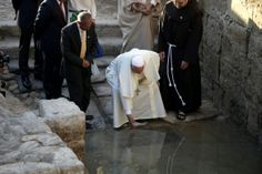 Pope Francis has begun a three-day visit to the Middle East by visiting the supposed site of Christ's baptism on the river Jordan and dipping his hand in the water Home Altar Catholic, Roman Catholic, Jordan Amman, Pray For Peace, Papa Francisco, Christian Church, Holy Land, Pope Francis, Places