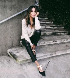 When in doubt, go minimal. Our Faye v-neck is perfect for that! Now on sale  @shop_sincerelyjules www.shopsincerelyjules.com