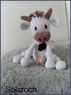 Vache Clara J'ai mis un peu de temps mais le résultat me plait bien Tuto Ici Au début elle est pas très jolie Et mesure 20cm
