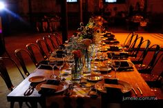 Montaje de mesa imperial con sillas Tolix boda Ana y Takeshi by NOE ARIZA BODAS & EVENTOS