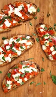 Bruschetta with mozzarella - italian recipes Vegetarian Recipes, Cooking Recipes, Healthy Recipes, Salad Recipes, Bruchetta, Tomate Mozzarella, Tostadas, Food Inspiration, Italian Recipes