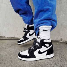 Find tips and tricks, amazing ideas for Retro logos. Discover and try out new things about Retro logos site Jordan Shoes Girls, Girls Shoes, Jordans Girls, Cool Jordans, Air Jordans Women, Black Jordans, Shoes Jordans, Nike Air Jordans, Air Jordan Shoes