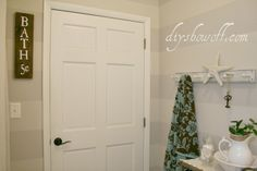 Bathroom Before and After Makeover Reveal {Shades of Gray}DIY Show Off ™ – DIY Decorating and Home Improvement Blog