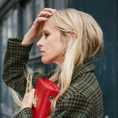 Alles Karo: Laura Bailey im angesagten Glencheck-Mantel. Laura Bailey, What To Wear Today, How To Wear, Influencer, British Style, French Style, Trends, Fashion Story, Fall Wardrobe