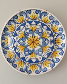 Ceramic painted by Mara Ribeiro – Santa Cerâmica - kunst Painted Ceramic Plates, Hand Painted Ceramics, Ceramic Painting, Ceramic Art, Blue Pottery, Ceramic Pottery, Pottery Art, Pottery Painting Designs, Pottery Designs
