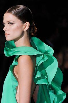 Gucci at Milan Fashion Week Spring 2013 - Details Runway Photos Green Fashion, High Fashion, Fashion Beauty, Uk Fashion, Milan Fashion, Spring Fashion, Fashion Shoes, Gucci Spring, Foto Real