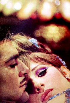 Barbra Streisand & Omar Sharif in Funny Girl 1968 Funny Girl Pics, Funny Love, Funny Pictures, Classic Hollywood, Old Hollywood, I Movie, Movie Stars, Gena Rowlands, Movie Couples