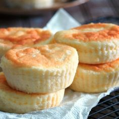 These mamon are the softest and fluffiest you will ever have. Bite into these cloud-like mini cakes and you will be delighted by its delicate crumbs and its wonderful, buttery and cheesy flavor. Pinoy Dessert, Filipino Desserts, Filipino Recipes, Filipino Food, Filipino Dishes, Asian Recipes, Fun Baking Recipes, Cooking Recipes, Cupcake Recipes