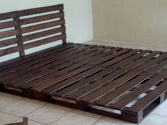 compound pallet bed with two pallets for the box spring and a third for the headboard. Wood Pallet Beds, Pallet Bed Frames, Diy Pallet Furniture, Diy Pallet Projects, Rustic Closet, Closet Designs, Home Decor Bedroom, Bed Design, Bed Ideas