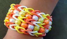 candy corn halloween rainbow loom bracelet with beads Rainbow Loom Tutorials, Rainbow Loom Patterns, Rainbow Loom Creations, Rainbow Loom Bands, Rainbow Loom Charms, Rainbow Loom Bracelets, Loom Love, Fun Loom, Loom Band Bracelets