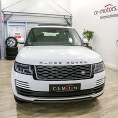 Range Rover My2018 3.0l Tdv6 Hse Fuji White-ebony Jm935 - Buy Hse Tdv6 Fuji White Product on Alibaba.com Used Luxury Cars, Luxury Cars For Sale, 40ft Container, Door Trims, Car In The World, Range Rover, Rear Seat, Car Ins, Fuji