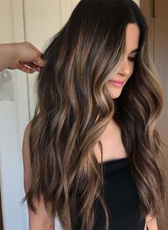 Balayage technology is now the most popular and advanced hairdressing technology. Balayage technology is suitable for any color of hair, whether it's light or dark. Except for very short hair, almost all length hair can use Balayage technology. Balayage Hair 2018, Brown Hair Balayage, Hair Color Balayage, Balayage Hair Brunette Long, Dark Brown Balayage, Dark Hair Balyage, Ombre Brown, Brown Balyage, Dark Brown Hair With Blonde Highlights