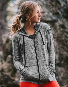our sleek, slimming & unique {Pacesetter Zip-Up Hoodie + Go Long Legging, Crimson} on our favorite girl @makenna_alyse   @albionfit