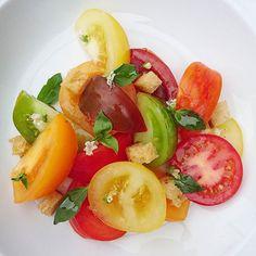 La salade de tomates... #menubistronomique #salade #saladedetomates #5fruitsetlegumesparjour #color #vegan #veggies #veg #detox #Food #Foodista #PornFood #Cuisine #Yummy #Cooking