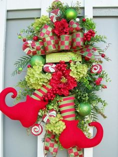 10 creative Christmas wreaths - See more beautiful DIY Chrsitmas Wreath ideas at DIYChristmasDecorations.net!