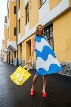 Simple Dresses, Easy Dress, Dresses For Work, Skirt Fashion, Fashion Outfits, Womens Fashion, Marimekko Dress, Pop Art, Pretty Photos