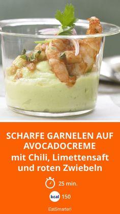 Scharfe Garnelen auf Avocadocreme - mit Chili, Limettensaft und roten Zwiebeln - smarter - Kalorien: 150 kcal - Zeit: 25 Min. | eatsmarter.de