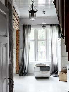 Rustic scandinav într-un colț de rai Decoration Inspiration, Interior Inspiration, Style Inspiration, Shabby Home, Entrance Ways, Modern Rustic Interiors, Interiores Design, Sweet Home, House Design