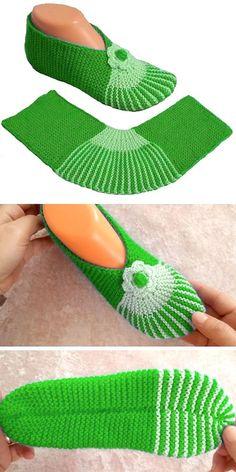 Wonderful Pics simple knitting slippers Strategies Simple yet Gorgeous – Slippers Tutorial Hausschuhe Crochet Slipper Pattern, Crochet Socks, Knitting Socks, Free Knitting, Crochet Granny, Simply Knitting, How To Start Knitting, Loom Knitting Patterns, Knitting Stitches