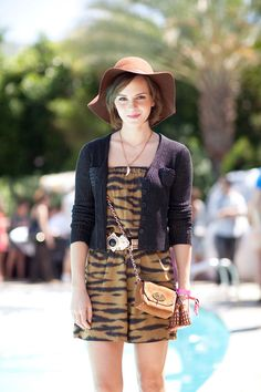 It's a jungle out there at Coachella, if Emma Watson's tiger print is any indication. Read more: Coachella Street Style - Fashion at Coachella 2012 - Harper's BAZAAR Coachella Festival, Coachella 2012, Festival Wear, Coachella Style, Style Emma Watson, Emma Watson Estilo, Ema Watson, Looks Street Style, Fashion Articles