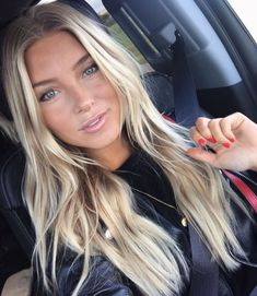 Top Hairstyles for 2019 Perfection! The post Top Frisuren fr 2019 Perfektion! appeared first on Frisuren Tips - Hair Style Girl Beauté Blonde, Lange Blonde, Blonde Color, Blonde Balayage Long Hair, Blonde Balyage, Platinum Blonde Highlights, Highlighted Blonde Hair, Blonde Long Layers, Blonde Hair Goals