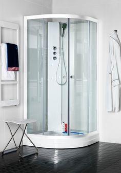 Hafa Polaris R Klarglas Massagekabin. Lite lyxigare duschkabin med 4 sidoduschmunstycken.Kar i vit akryl med avtagbar front, lättåtkomligt vattenlås och med hårsil. Duschkabinens bakväggar är i frostat glas för att bättre dölja rördragning .