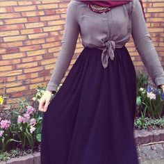 black maxi skirt hijab- Trendy and chic hijab looks http://www.justtrendygirls.com/trendy-and-chic-hijab-looks/
