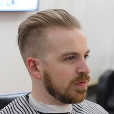 A receding hairline is one of the most common types of hair loss. But not all guys need to shave their head to cope with a high hairline. Whether you're just starting to thin on top, were born with a bad hairline, or have a widow's peak. Best Undercut Hairstyles, Hairstyles For Receding Hairline, Side Hairstyles, Cool Haircuts, Bad Hairline, Widows Peak Hairstyles, Popular Beard Styles, Haircuts For Balding Men, High Fade Haircut