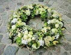 Grün - Creme Funeral Flower Arrangements, Funeral Flowers, Wedding Flowers, Calla, Sympathy Flowers, Ikebana, Fresh Flowers, Homemade Gifts, Floral Design