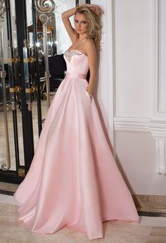 Нежное и романтичное вечернее платье от Оксана Муха прекрасно подойдет для выпускного вечера