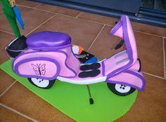 Quieres ver mis fofuchas???: Mirad que Vespa rosa combinada en lila, a que es o...