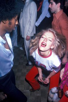 Pictures That Show Just How Crazy Disco Really Was A look back at the hedonistic disco clubs of the presented by Getty Images.A look back at the hedonistic disco clubs of the presented by Getty Images. Fotografia Retro, Look Disco, Five Jeans, 1970s Aesthetic, Disco Club, Disco 70s, Look Retro, Rock Lee, Disco Party