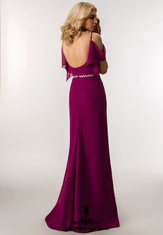 Beautiful Backless Evening Gown with cap sleeves and leaf diamante sparkle belt. Fashion Shoot, Fashion Models, Fashion Dresses, Fashion Trends, Backless Evening Gowns, Evening Dresses, Formal Dresses, Fashion Stylist, Cap Sleeves