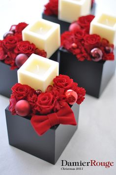 floral new york style Candle Arrangements, Christmas Floral Arrangements, Beautiful Flower Arrangements, Christmas Centerpieces, Christmas Decorations, Christmas Flowers, Christmas Time, Christmas Crafts, Xmas