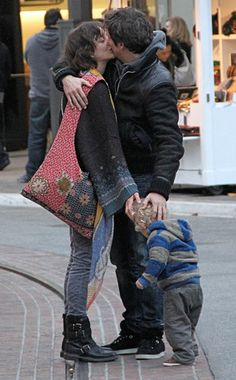 Marion Cotillard, Guillaume Canet embrace with little one--sweet photo!