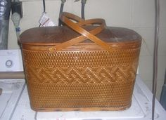 Haweye Vintage Picnic Basket, made in Burlington Iowa, great shape, Nebraska City,