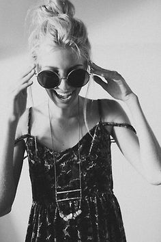 The total vintage touch with old style sunglasses and bun