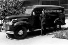The 1946 Chevrolet Suburban Calgary Police Paddy Wagon Emergency Vehicles, Police Vehicles, Calgary Police, Vintage Cars, Antique Cars, Old Police Cars, Chevy Van, Panel Truck, Chevrolet Suburban