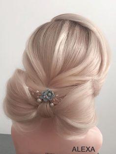Fotogalerie svatebních účesů pro nevěsty. Svatební účesy pro blondýnky, tmavovlásky. Účesy polodlouhé vlasy, dlouhé vlasy, krátké vlasy, rozpuštěné vlasy. Praha, Floral, Flowers, Florals, Royal Icing Flowers, Flower, Flower, Bloemen, Blossoms