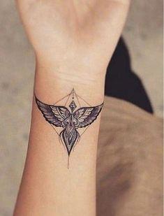 Unique Wrist Tattoos, Wrist Tattoos For Women, Tattoo Designs For Women, Tattoo Women, Tattoo Designs For Wrist, Unique Women Tattoos, Old Women With Tattoos, Small Wing Tattoos, Tattoo Small
