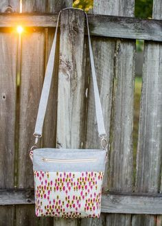 Convertible cross body / over the shoulder tote tutorial. Uses fat quarters except for the strap.