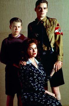 Foto dal film Swing Kids - Giovani ribelli (1993) con Robert Sean Leonard | Guarda tutte le foto e le immagini di Robert Sean Leonard