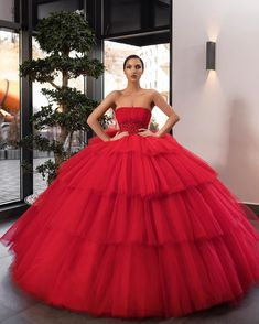 2019 New Elegant Tulle Ball Gown Red Wedding Dresses Beaded Strapless Floor length Bridal Gowns Custom Made Wedding Gowns Quince Dresses, Ball Dresses, Ball Gowns, Evening Dresses, Elegant Dresses, Pretty Dresses, Formal Dresses, Belle Silhouette, Haute Couture Gowns