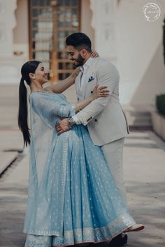 wedding couple This Couples Pre-wedding Look will Calm your Hearts like Never Before! Indian Wedding Couple, Indian Wedding Outfits, Wedding Couples, Indian Outfits, Romantic Couples, Pre Wedding Poses, Pre Wedding Photoshoot, Wedding Shoot, Wedding Ideas