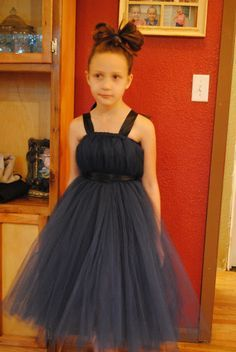 Flower girl tutu dress DIY...gonna have to go buy some tulle!looks sooooo easy!