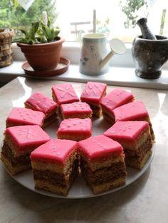 Blog inzulinrezisztenseknek, cukorbetegeknek, egészséges életmódot kedvelőknek. Cheesecake, Paleo, Food And Drink, Drinks, Sweet, Desserts, Recipes, Blog, Drinking