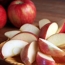 How to keep apple and pear slices from browning. Easy methods using ingredients from your kitchen. Keep fruit slices in your fridge for healthy snacking.   TheYummyLife.com
