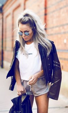 the undone look - I adore! - the leather jacket combined with the pants and the simple t-shirt are just perfectly imperfect Fashion Mode, Moda Fashion, Fashion Beauty, Womens Fashion, Fashion Trends, Fashion 2017, Street Fashion, Looks Street Style, Looks Style